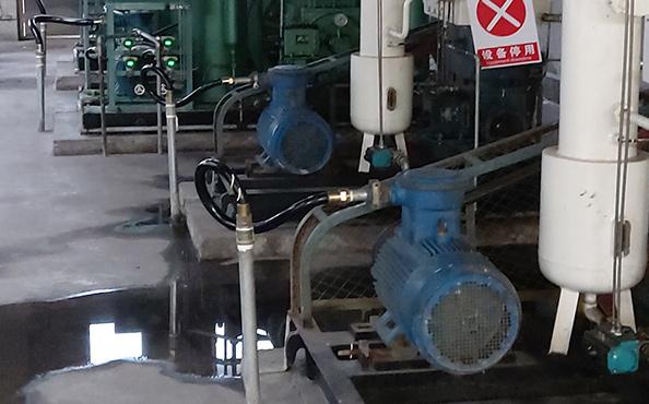 气体压缩机